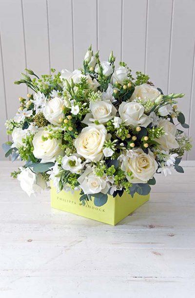 Cách cắm hoa hồng để bàn ngày cưới