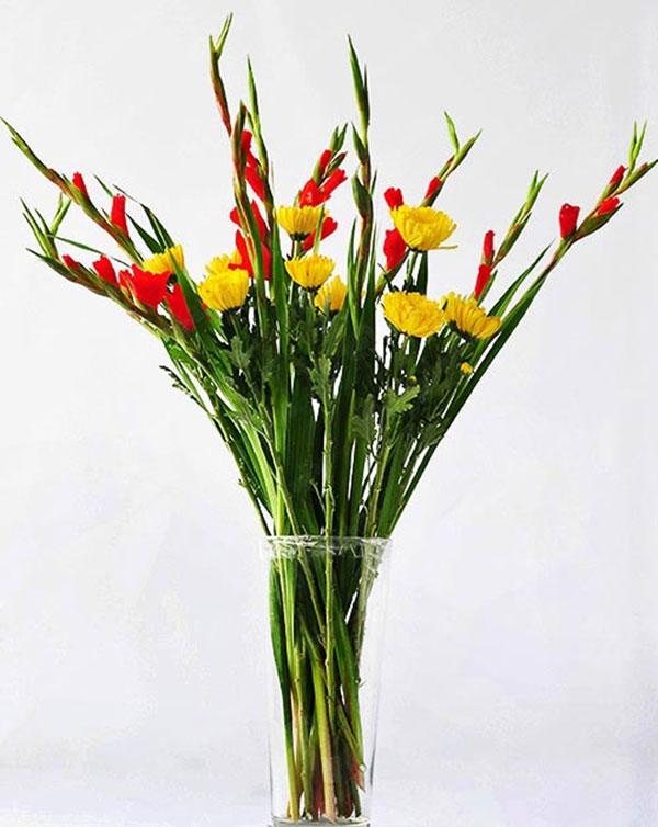 Nên cắm hoa gì trên bàn thờ để hợp phong thuỷ