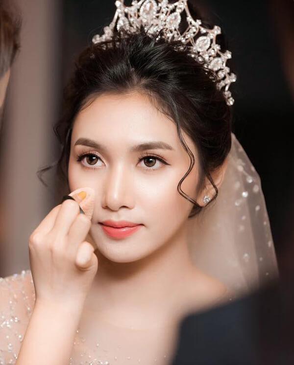 """Trang cô dâu nhẹ nhàng tự nhiên, xinh đẹp như """"thần tiên"""""""