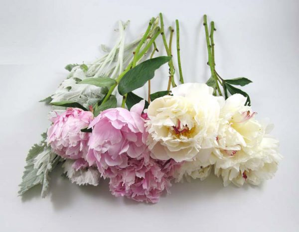 Khéo tay tự làm hoa cưới cầm tay cho ngày vui