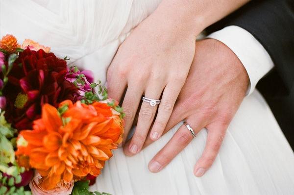 Mua nhẫn cưới có cần xem ngày không?
